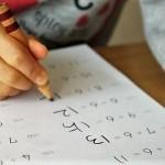 夏休みも終盤。子供たちの終わらない宿題に「やきもき」「イライラ」のお母さんたち♡